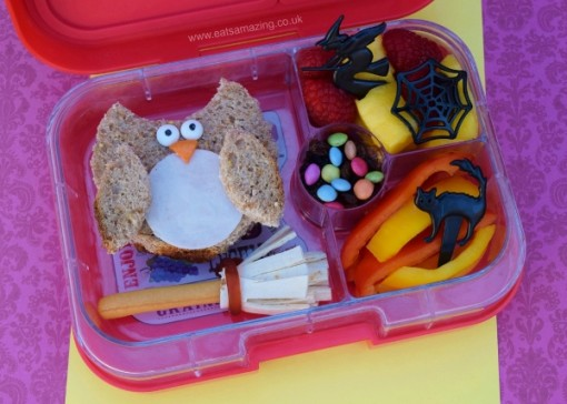Harry-Potter-food-Harry-Potter-bento-lunch-for-kids-with-simple-owl-sandwich-from-Eats-Amazing-UK