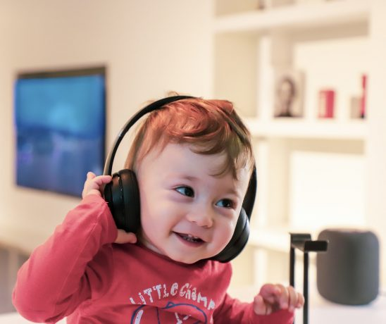 Luisterboeken zijn een goed alternatief voor kinderen die wagenziek worden